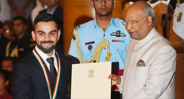 Virat Kohli receiving Khel Ratna award